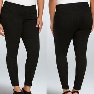 Torrid Pull On Skinny Jeans Black Wash HW7065